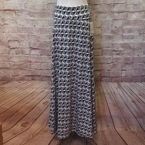 Long Modest Black Gray White Geometric Print